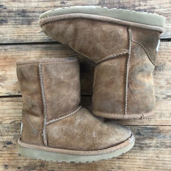 af3eb59ac58 UGG Kids 11 Chestnut Classic Short Boots